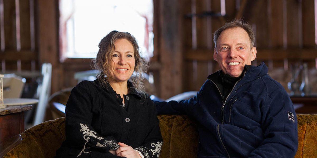 Helga Hjorthol Grønset og Mark Adams eier Grønset gård og brenner for planene de har. Foto: Andrew John Boothman