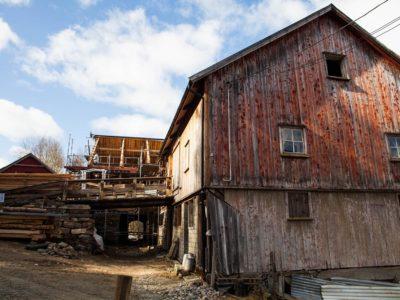 Grønset gård ligger idyllisk til ved fjorden i den lille bygda Staurset i Hemne kommune. Foto: Norsk kulturminnefond/Linda Cathrine Herud