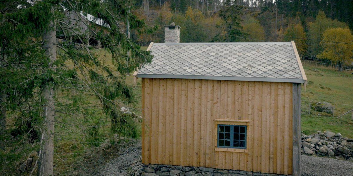 Smia på Kirkflå ligger flott til på en høyde i terrenget med utsikt over Ler og Melhus. Foto: Norsk kulturminnefond/Linda Cathrine Herud