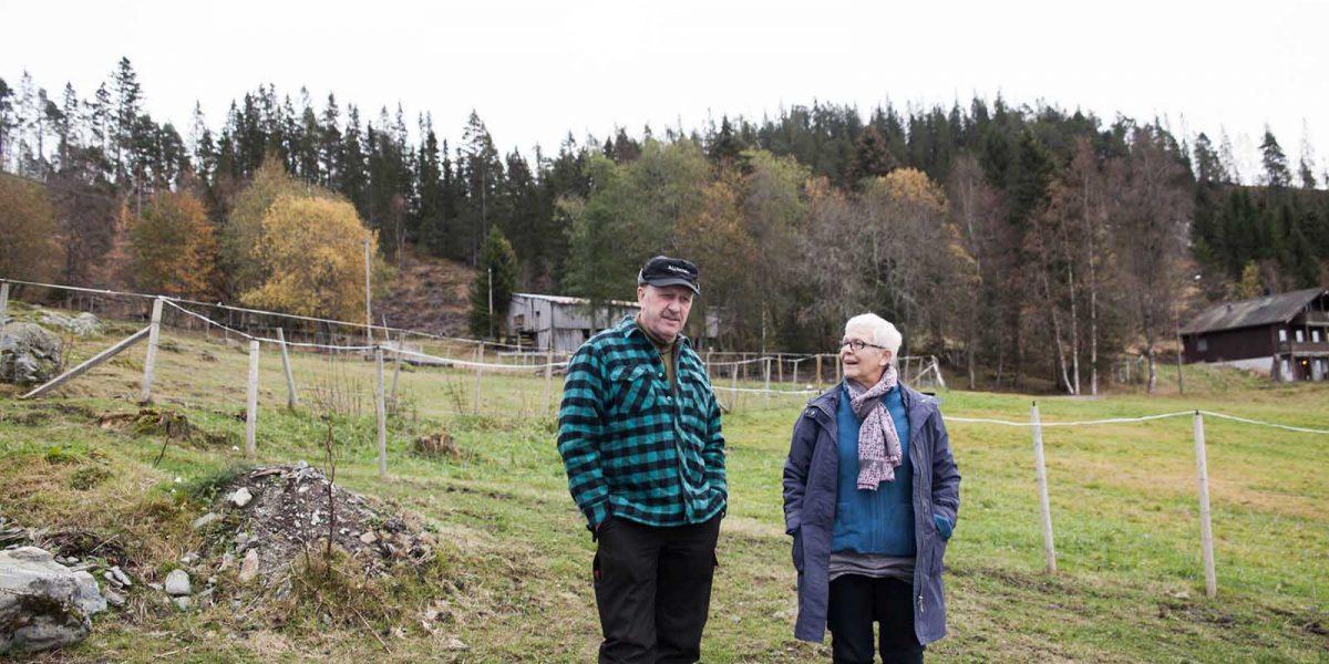 Ole Henrik Engan kan ikke få fullrost sine gode hjelpere nok. Her sammen med Rita Eidsmo fra Melhus kommune. Foto: Norsk kulturminnefond/Linda Cathrine Herud
