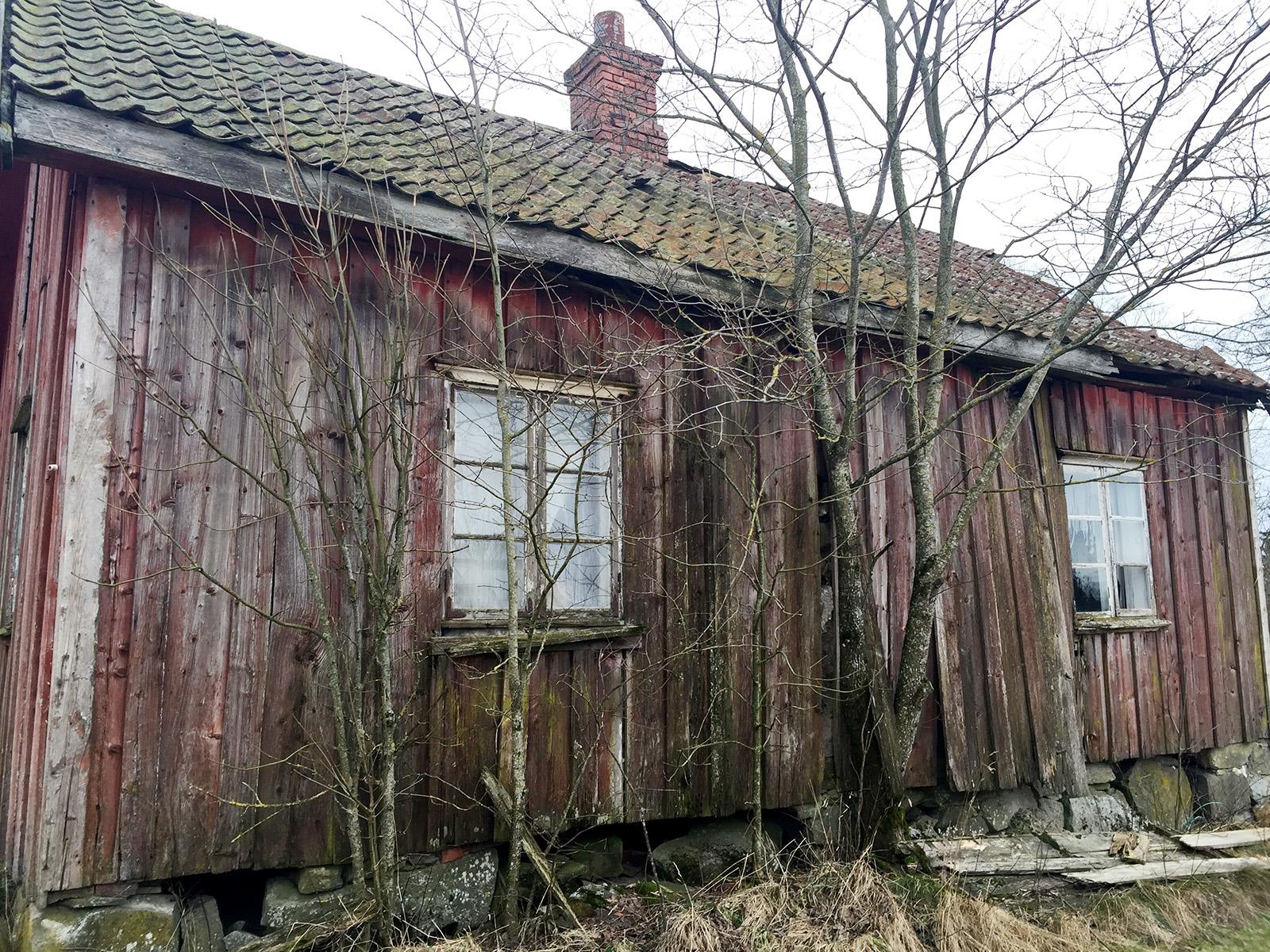 Forfallent hus på Fagerås i Trøgstad, Østfold. Reddes nå med midler fra Kulturminnefondet. Foto: Kulturminnefondet/Linda Cathrine Herud
