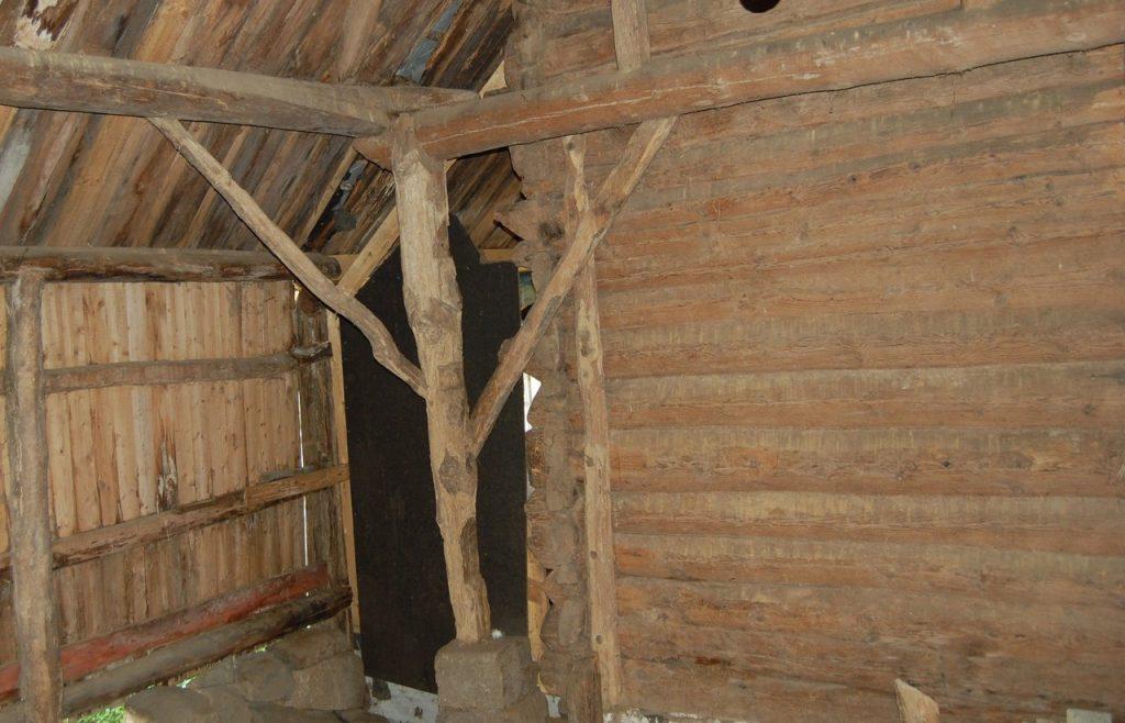 Bruk av forskjellige treslag og materialkvaliteter preger husene bygget i stegeverk. Foto: Kulturminnefondet