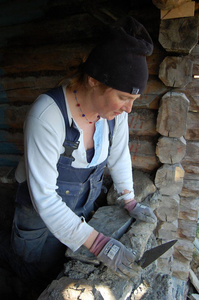 Tradisjonshåndverker Johanna Henriksson. (Foto: Kulturminnefondet)