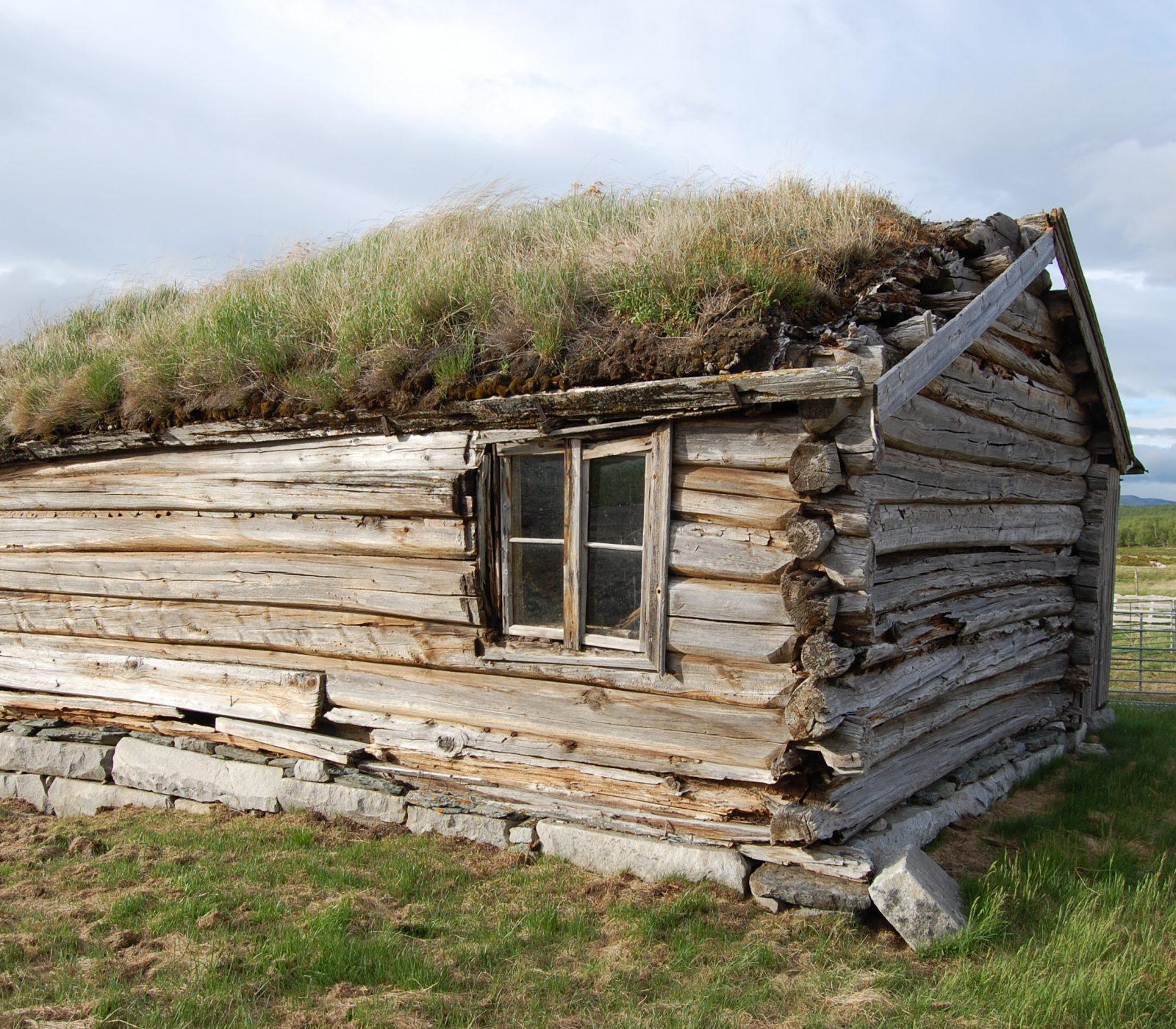 Karstugu på Fokstugu fjellstue før istandsetting. (Foto: Einar Engen/Kulturminnefondet)