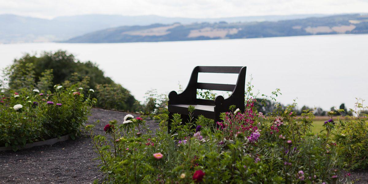 Hageplass på Hovelsrud gård. Foto: Haavard Gjelseth
