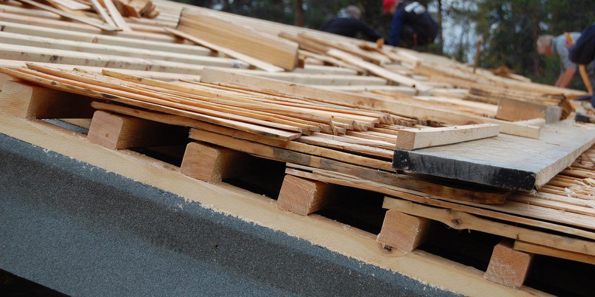 Snitt som viser hvor mange lag et stikketak har. (Foto: Einar Engen, Kulturminnefondet)