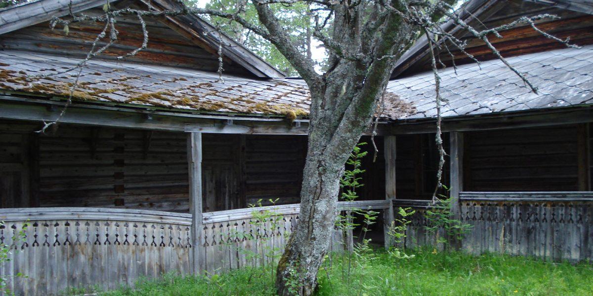 Hovedbygningen før istandsetting. (Foto: Per Roar Aarnes, Galten Gård)
