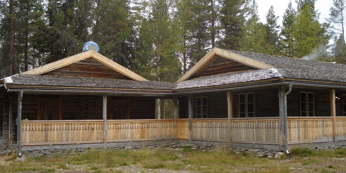 Taket er ferdig tekket. (Foto: Per Roar Aarnes, Galten Gård)