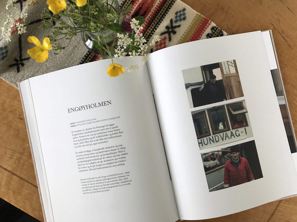 Oppslag i boka fra Engøyholmen kystkultursenter.