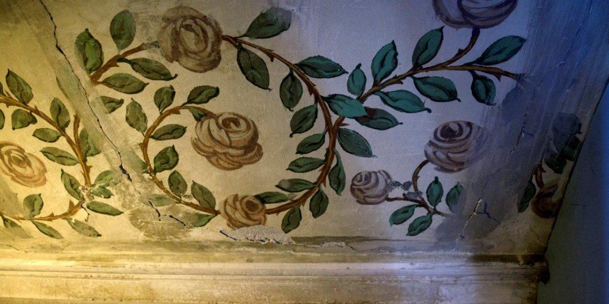 Kunst på vegger og tak i Folkets Hus Eydehavn. (Fotograf: Sissel M. Rasmussen, LO-Aktuelt)