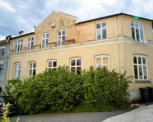 Fasaden på Folkets Hus i Kragerø. (Fotograf: Sissel M. Rasmussen, LO-Aktuelt)