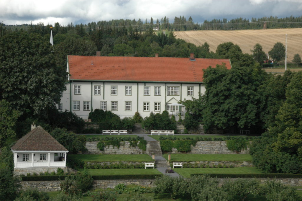 Hoel gård på Ringsaker i Hedmark. (Foto: Per Eilif Sandberg)
