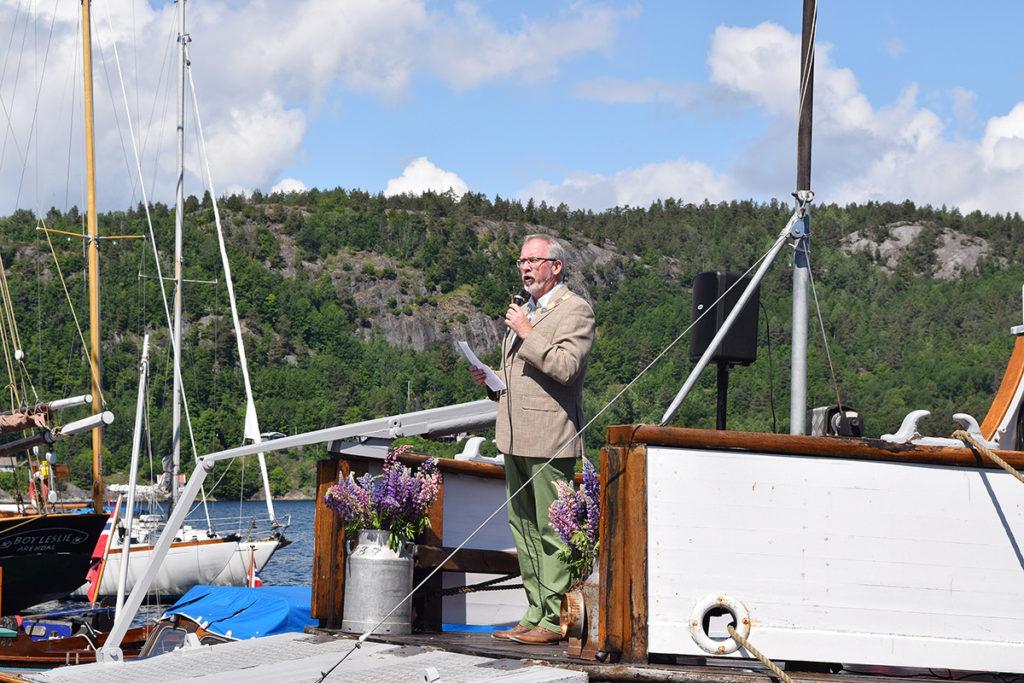 Ordfører i Risør kommune, Per Kristian Lunden, på Moen under trebåtfestivalen i Risør. (Foto: Einar Engen/Kulturminnefondet)