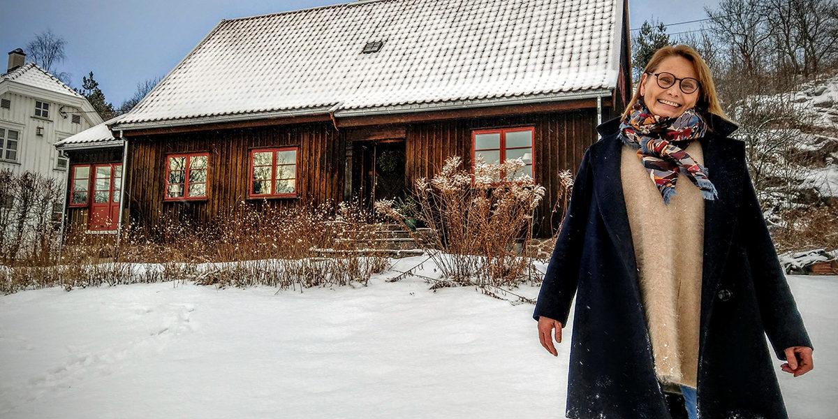 Solveig Rønneberg Hauge er arkitekt, med en stor kjærlighet for gamle hus, og da særlig Villa Prytz. Hun føler seg forpliktet til å bevare den autentiske villaen, og gjør det med glede. (Foto: Peder Martin Egge)