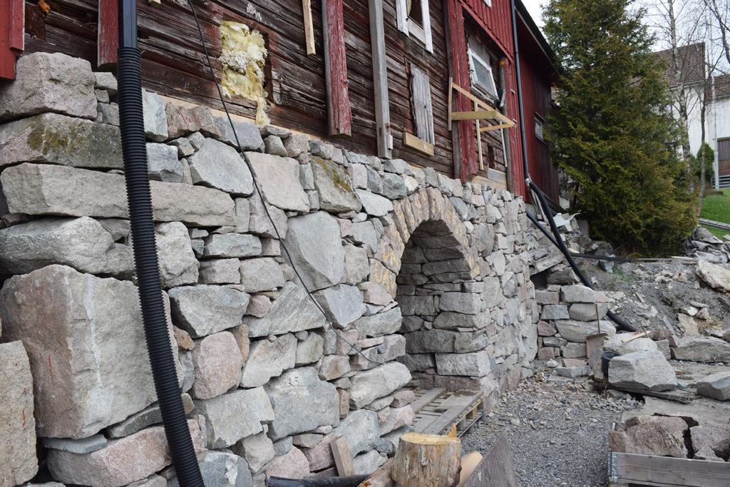 Fjøsmuren på Myhrer gård. (Foto: Einar Engen/Kulturminnefondet)