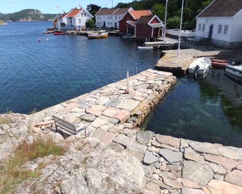 Bryggeanlegget på Svinør i sine idylliske omgivelser. (foto: Privat/Kulturminnefondet).