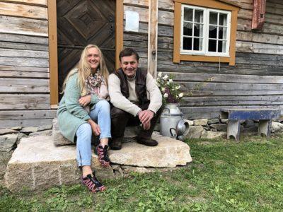Kjersti og Per Idar Vingebakken. (Foto: Linda C. Herud/ Kulturminnefondet)