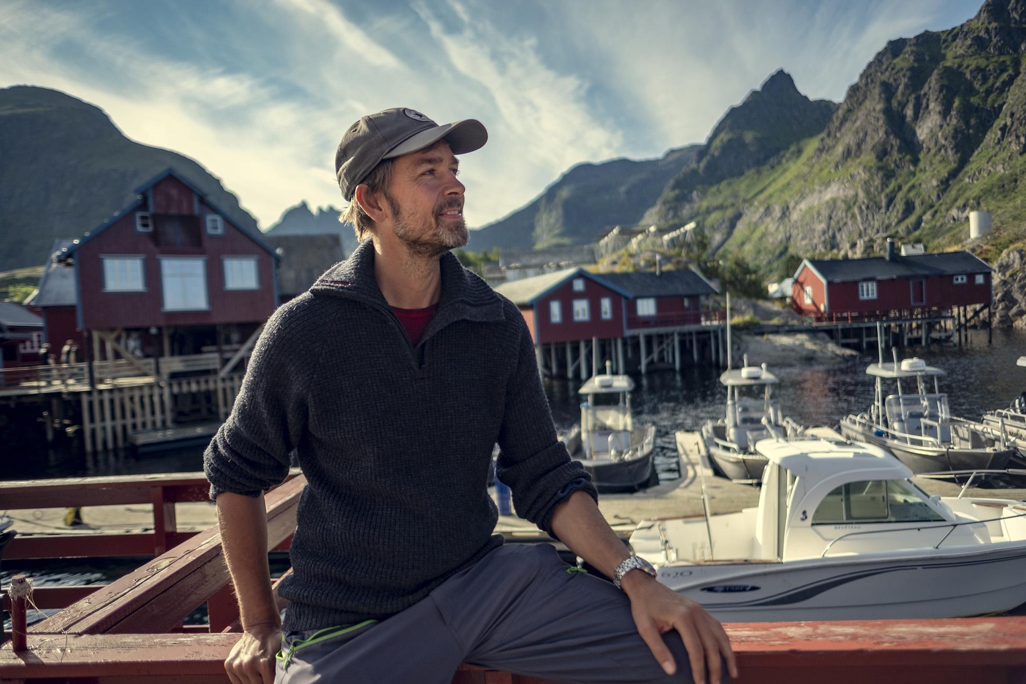 Vidar Ellingsen ved fiskeværet i Å i Lofoten. (Foto: Bård Gundersen)