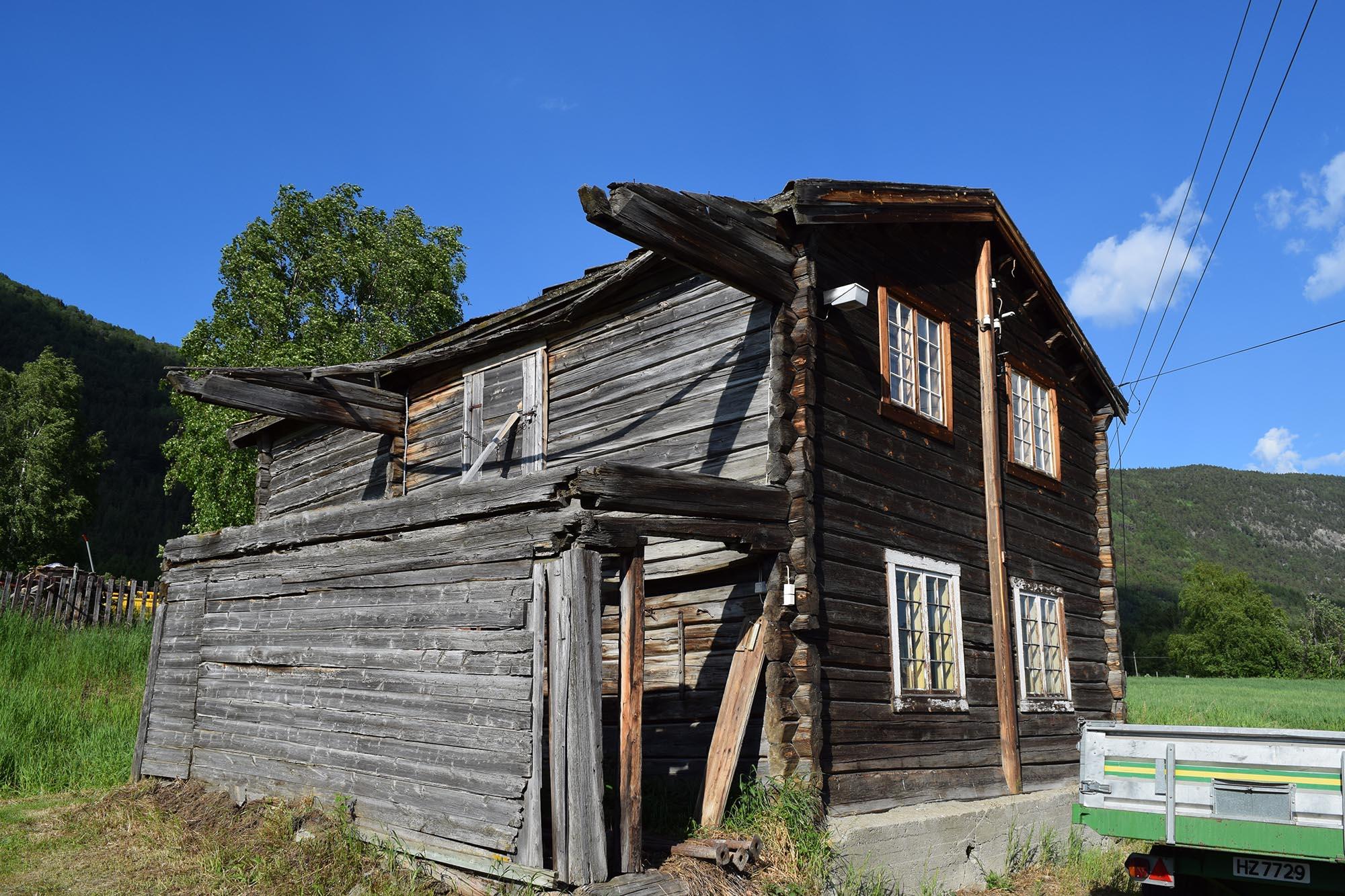 Våningshuset på Kolstad før det ble satt i stand. (Foto: Einar Engen/Kulturminnefondet)