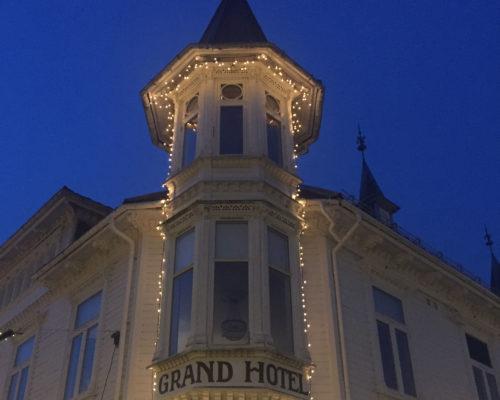 Grand Hotell med julebelysning. Foto: linda Herud/Kulturminnefondet