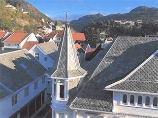 Nærbildet av et av tårnene til Grand hotell Flekkefjord