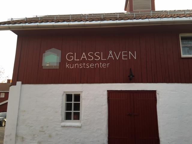 Glasslåven kunstsenter er nærmeste nabo til Granavolden Gjæstgiverei, der regjeringsforhandlingene har foregått. Kulturminnefondet har støttet dette prosjektet. (Foto: Simen Bjørgen/Kulturminnefondet)