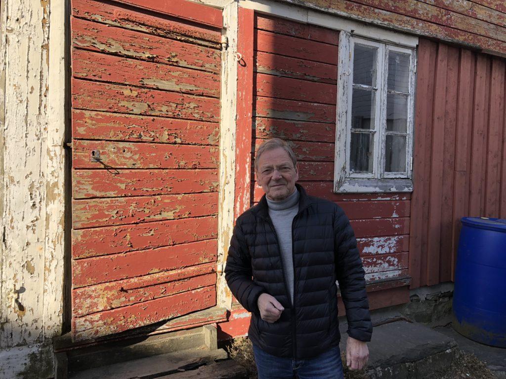 Helge Haldorsen fekk støtte til det gamle fengselet i Lillesand også i 2018. I 2019 har han blitt gjeve støtte til kledninga på huset. Dette er ein typisk bygning som forsvinn raskt i byane, og det er derfor viktig å teke vare på den for ettertida. (Foto: Linda Herud/Kulturminnefondet)