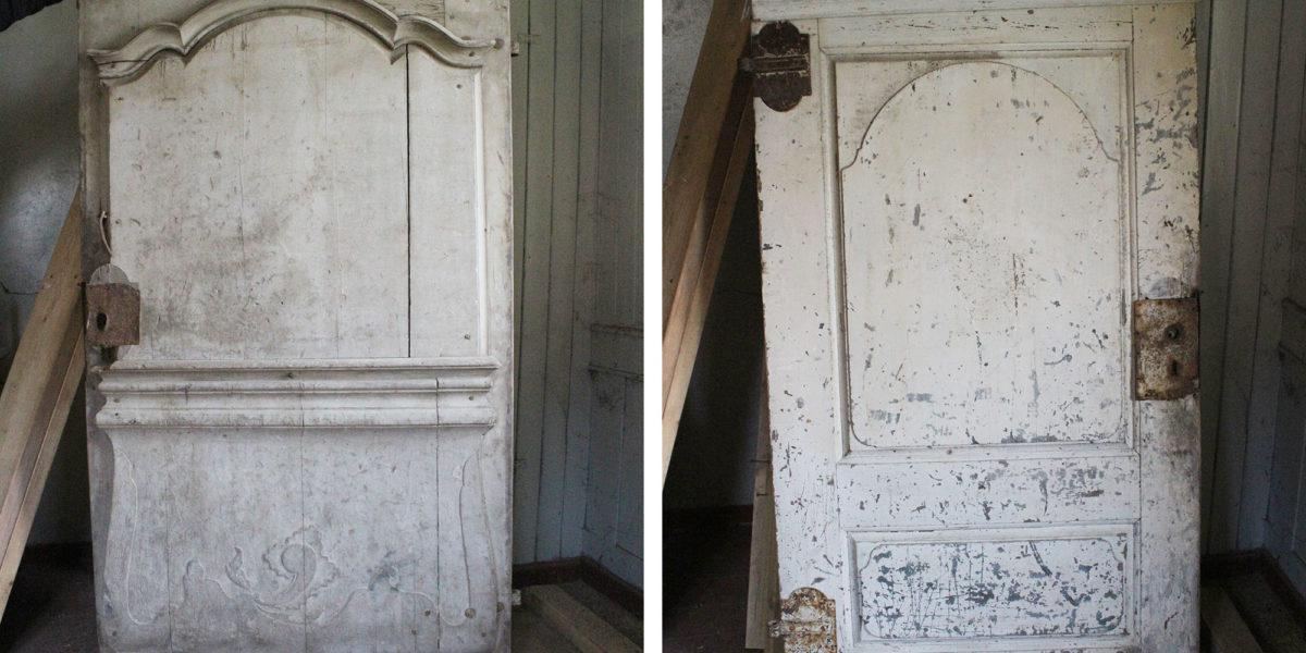 Døra på framsida er helt spesiell, den ble tatt ut og restaurert før den kom tilbake på plass. På bildet sees fram- og bakside. (Foto: Rune Strønes)