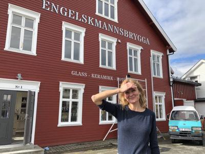Cecilie Haaland, eier av Engelskmannsbrygga er tydelig på at næringem som forgår i kulturminner i Henningsvær har vært avgjørende for å holde lokalsamfunnet levende.   Foto: Simen Bjørgen/Kulturminnefondet