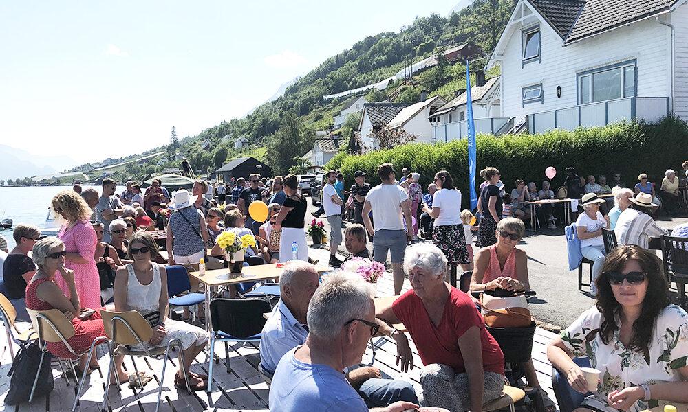Rundt 200 personer møtte opp til feringen på kaia. Foto: Simen Bjørgen/Kulturminnefondet