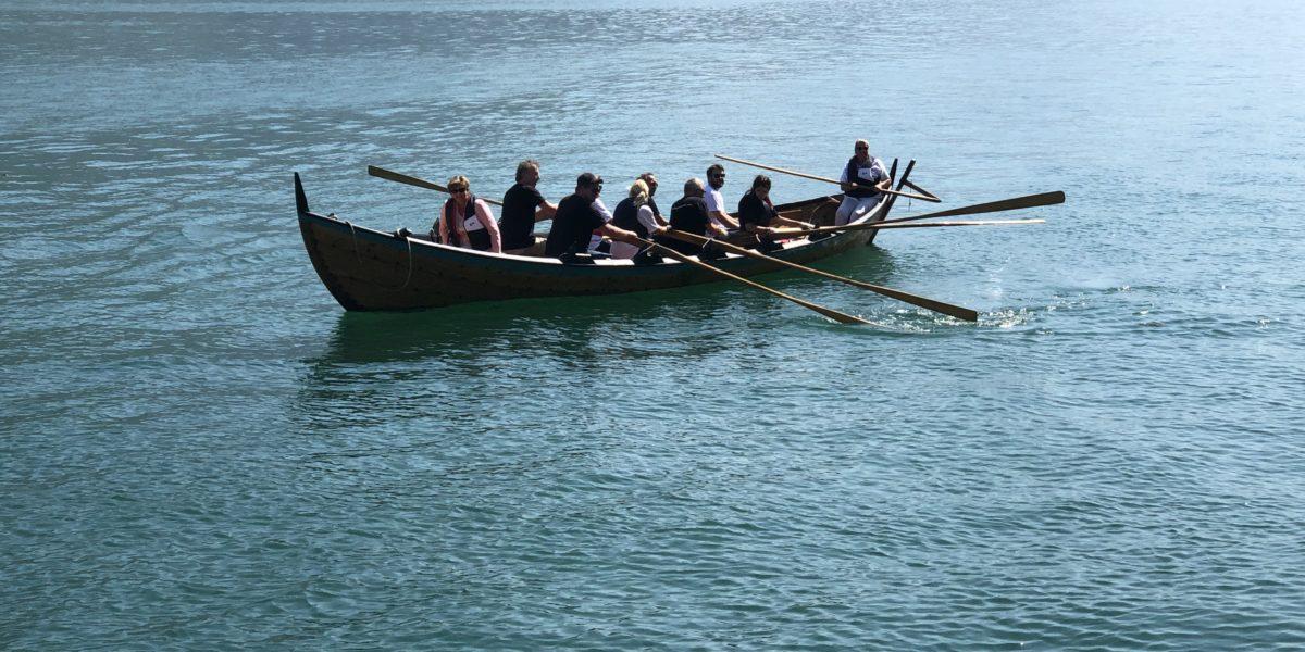 Ordfører Solfrid Borge kom med kyrkjebåt fra Lofthus