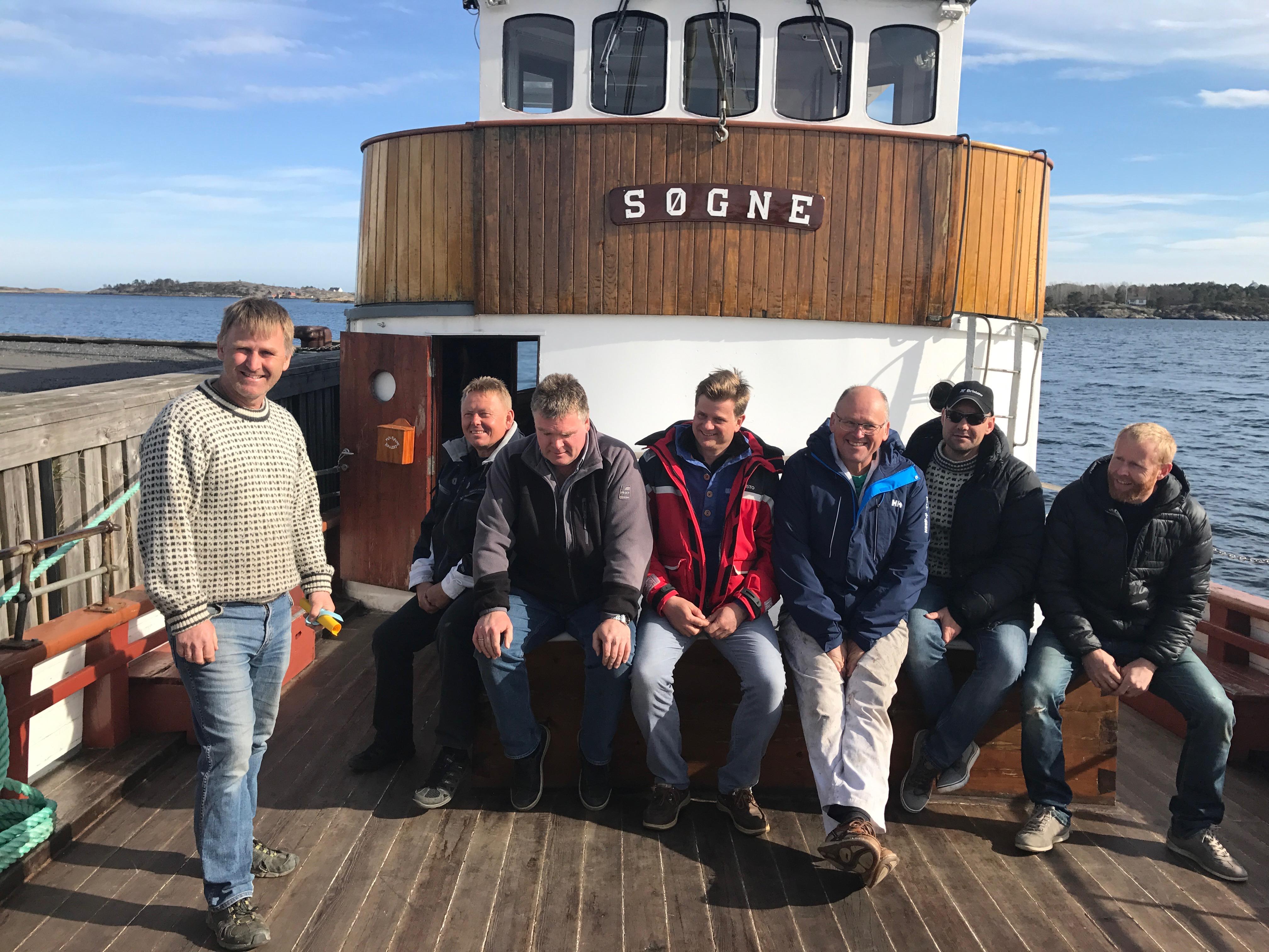 Fraktefartøyet M/S Søgne med representanter fra kystlaget M/S Søgne. Foto: Linda Herud/Kulturminnefondet