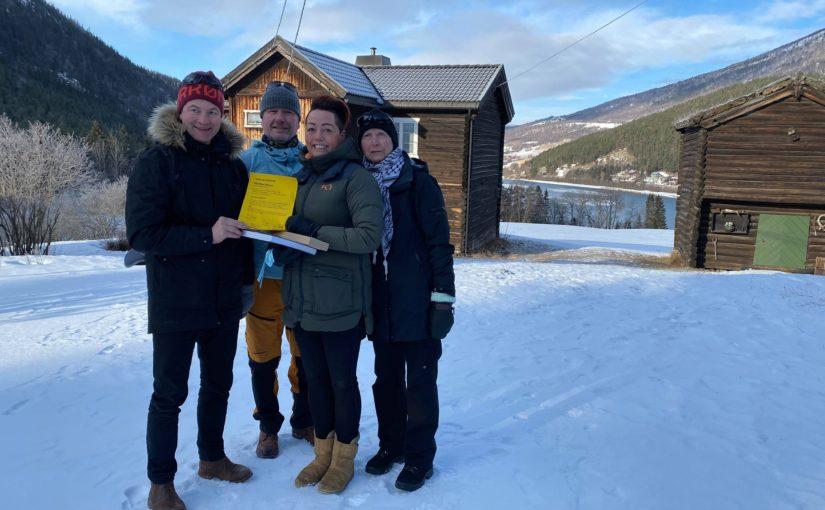 Fra overrekelsen. f.v.Simen Bjørgen, Erik Lillebråten direktør for Norsk Kulturarv, fra Sameige Neset: Gunn Oddveig Berg og Aase Neset.
