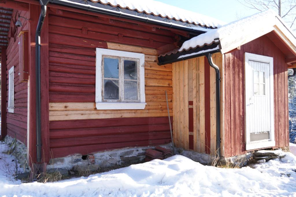Kristin Lindberg har delt opp prosjektet med å redde husmannsplassen opp i flere deler. Foto: Line Lyngstad