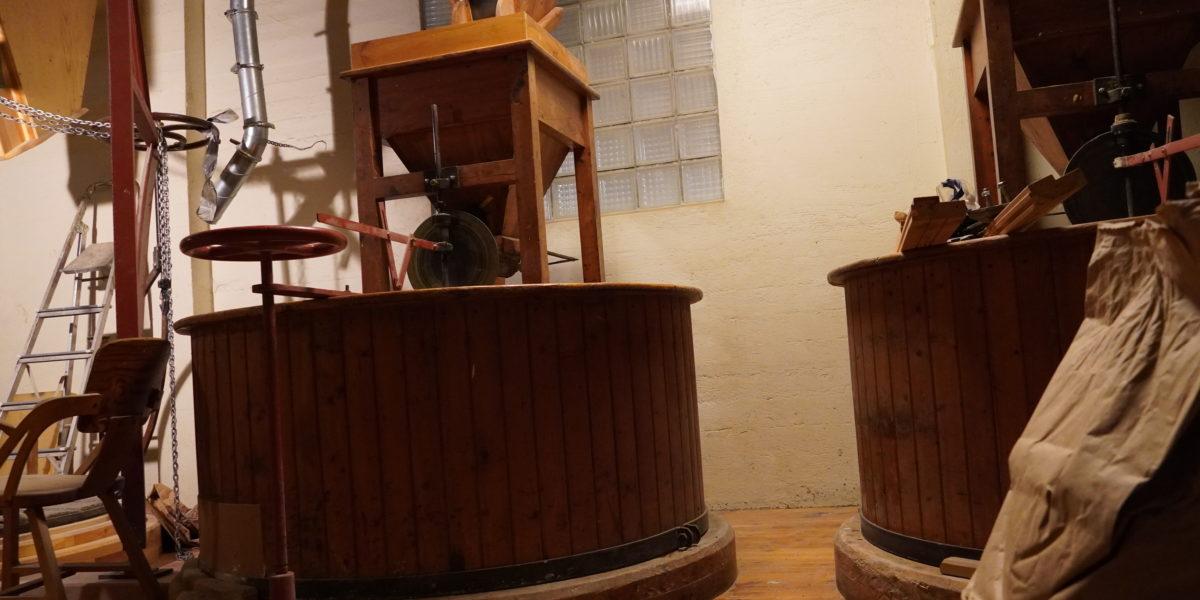 I Mylnå er dei beviste på å bevare dei gamle produksjonsmåtane. Foto: Line Lyngstad/kulturminnefondet