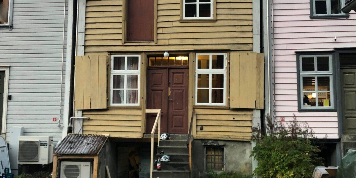 Lekkasjer og råte gjorde at Ulvikbui har vært i dårlig stand. Foto: Privat/fra søknad