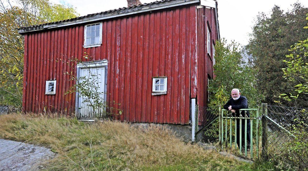 Paul Henriksen er styreleder i Oslofjorden Friluftsråd, og han har i mange år engasjert seg i Hvaler Kulturvernforening, som eier Gamle Brekke skole.