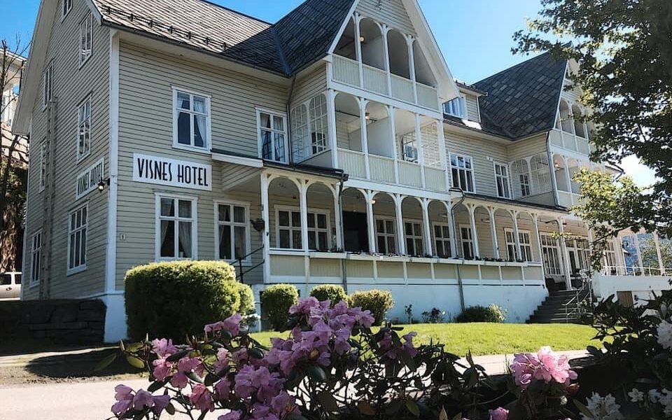 Visnes hotell er et av flere historiske hoteller som har fått økonomisk støtte til istandsetting fra Kulturminnefondet. Foto: Privat/fra søknad til Kulturminnefondet