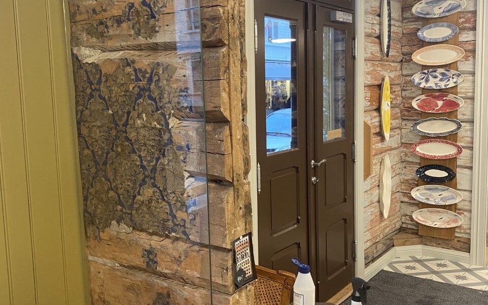 Detaljer fra hvordan bygget tidligere så ut er tatt vare på blant annet gjennom å glasse inn vegger.