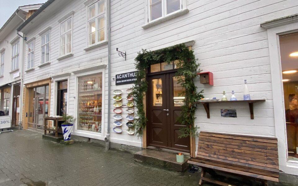 I Havnegata 8 er det kafé, butikk, møtelokaler og redaksjonslokale for iRisør.