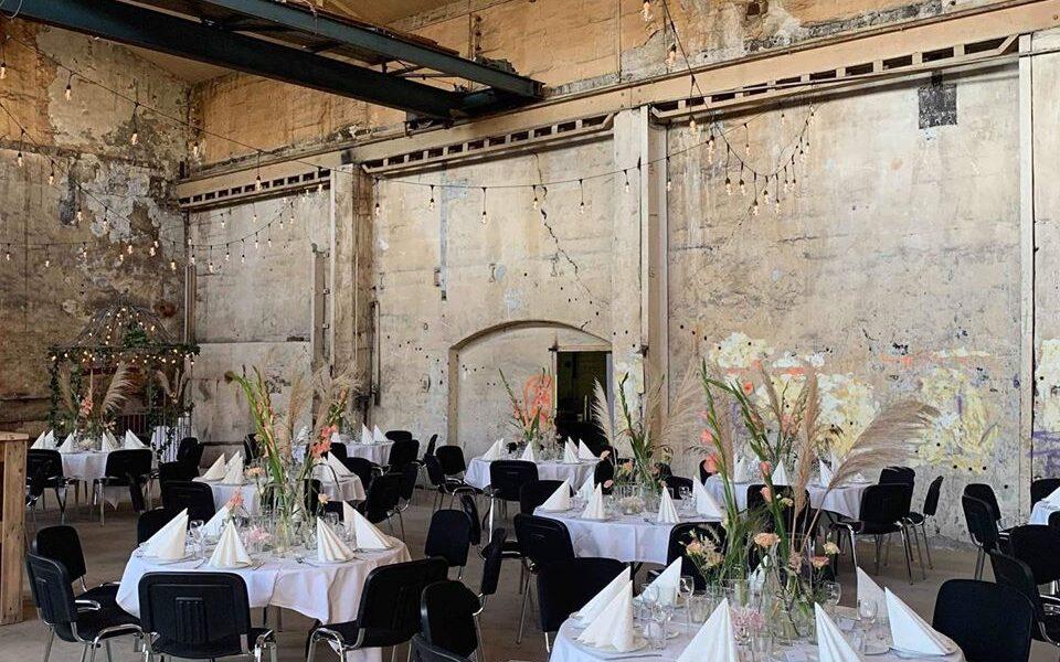 Ny bruk i en gammel hjørnesteinsbedrift. Rustikke omgivelser for et bryllup. Foto: Privat