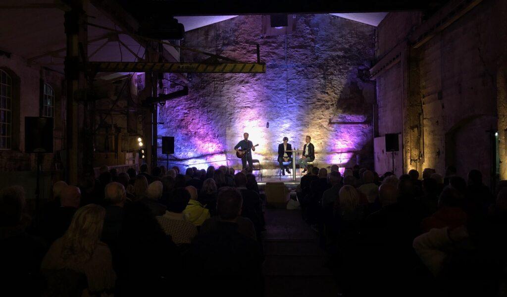 Konsert med Ola Bremnes inne i støyperiet. Foto: Privat