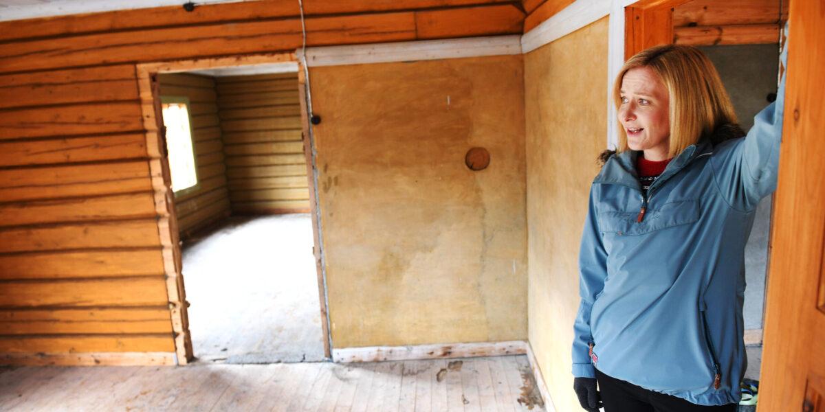 Helene Flåten har store planer for det gamle huset. Foto: Einar Almehagen