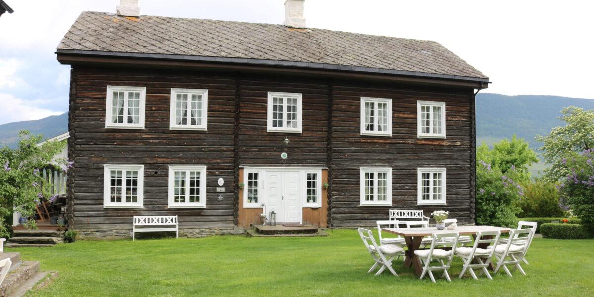 Hovudhuset som vart restaurert i 2004. Foto: Kjell Nyhus