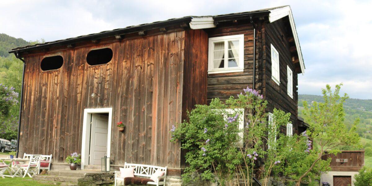 Våningshus frå 1680 vart reparert i 2016–2019. Foto: Kjell Nyhus