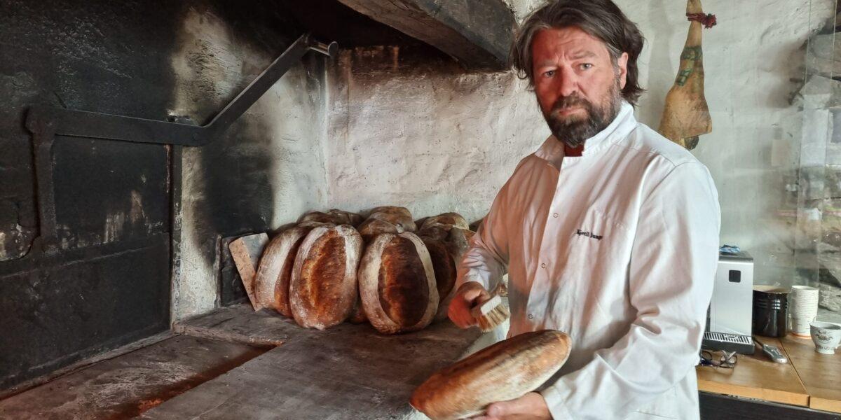 Kjetil Junge er selvlært baker på Rosenkildehaven Bageri i Stavanger. Foto: Ingveig Tveranger