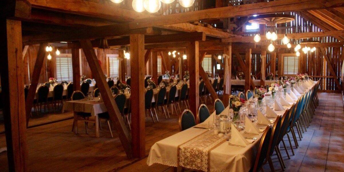 Festlokale på låven med plass til 120 gjestar. Foto: Edel Aas