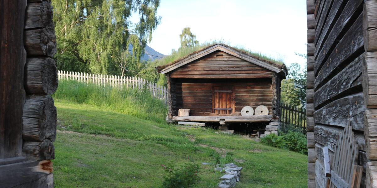 Turrstabburet er plassert sør i hagen. Foto: Kjell Nyhus