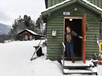 Anne Ragnhild Korsvold Saglien var nærmeste nabo til Alfred Letrud på Sjoa. Nå har hun kjøpt garden hans og vil videreføre arven. Foto: Einar Almehagen