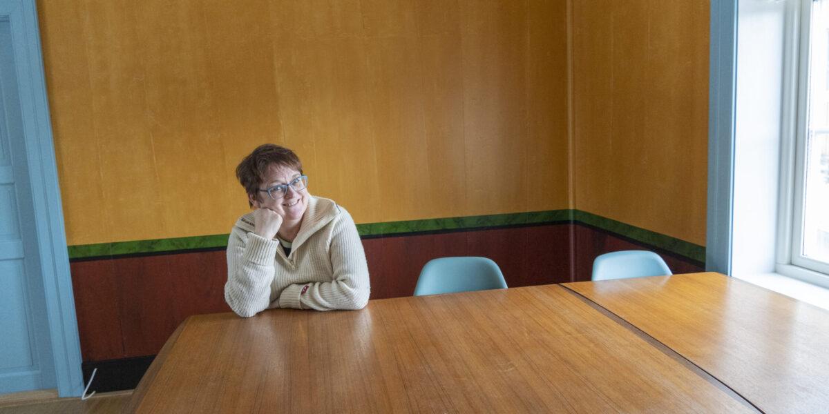 Sigrid Jansen ønsket seg et hus i antikvarisk sone på Røros, og da hun fikk det ville hun være tro mot historien. Foto: Monica Hägglund Langen/Kulturminnefondet